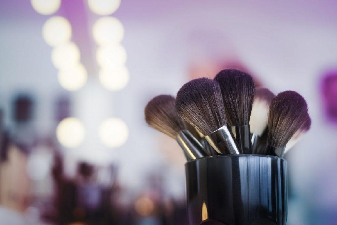 makeup-2824659_1280