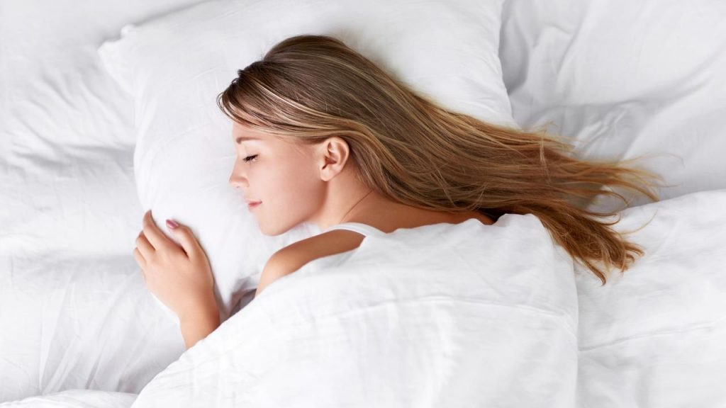 vXMjZ25ToiM5YE22lbix_alex-fergus-how-to-sleep-deeper-tonight